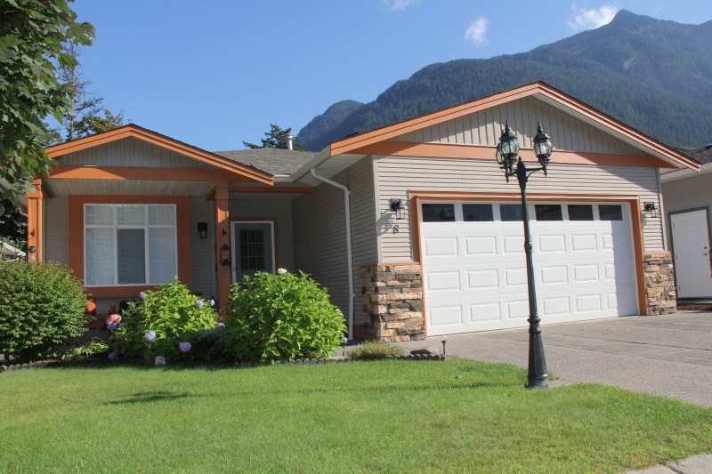 8 21293 LAKEVIEW CRESCENT, Hope