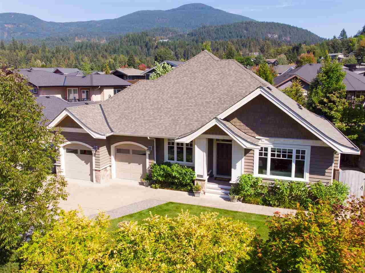1027 JAY CRESCENT, Squamish