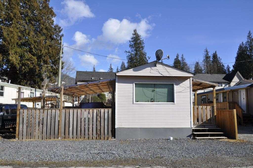 4 40022 GOVERNMENT ROAD, Squamish