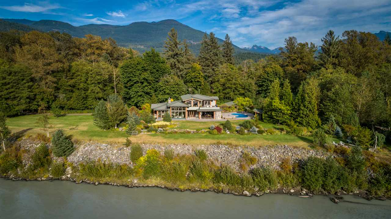 40813 GOVERNMENT ROAD, Squamish