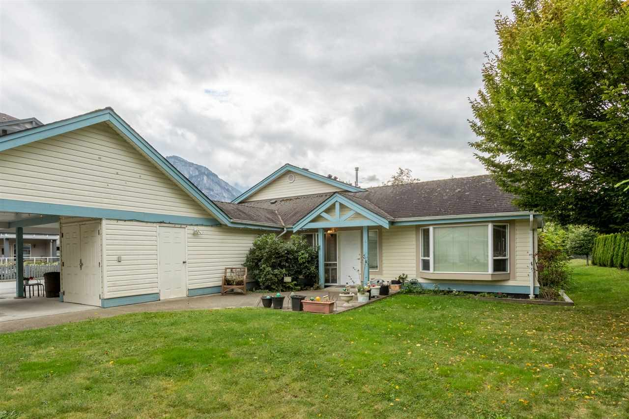 4 1201 PEMBERTON AVENUE, Squamish