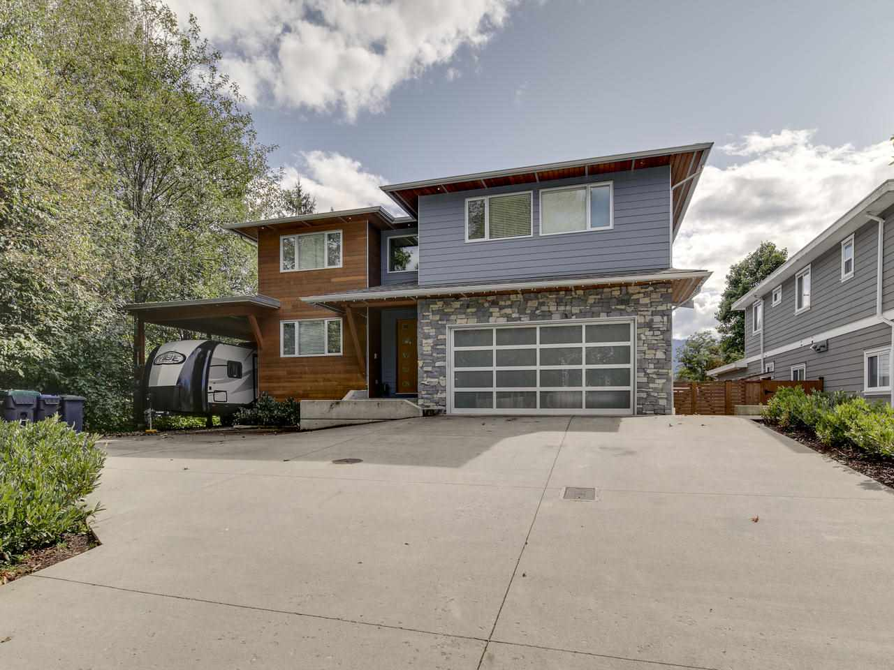 41643 DRYDEN ROAD, Squamish