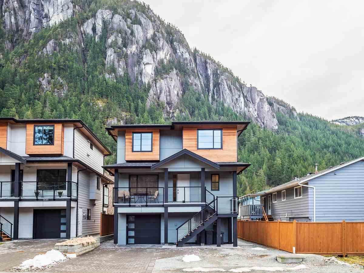 38374 HEMLOCK AVENUE, Squamish
