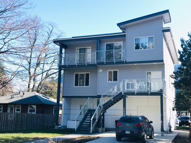 38033 SEVENTH AVENUE, Squamish