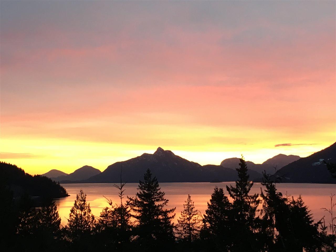 846 RAINBOW LANE, Squamish