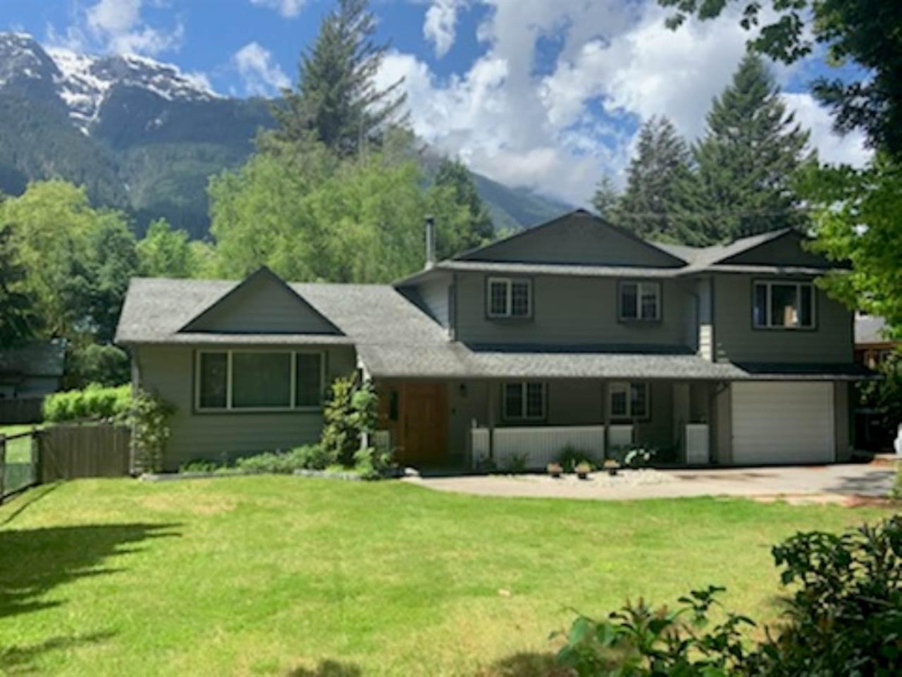 41737 GOVERNMENT ROAD, Squamish