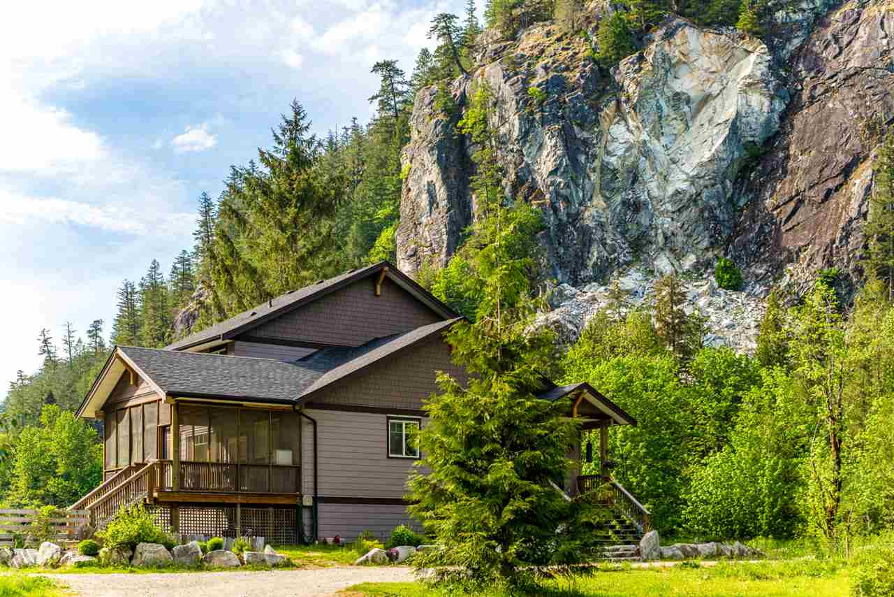 15060 SQUAMISH VALLEY ROAD, Squamish