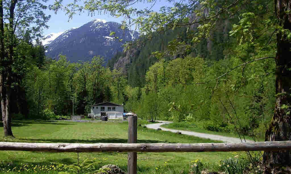 2297 HENSMAN ROAD, Squamish