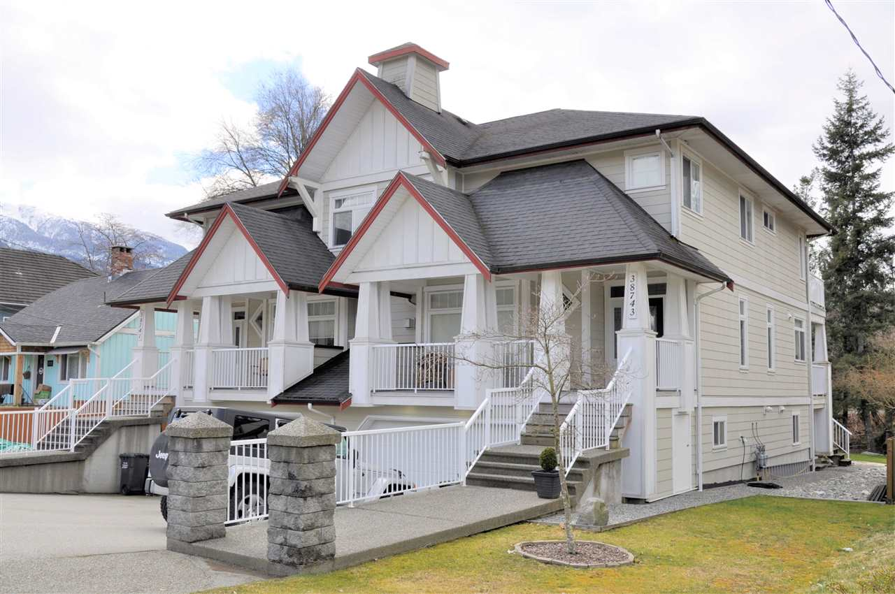 38743 BUCKLEY AVENUE, Squamish