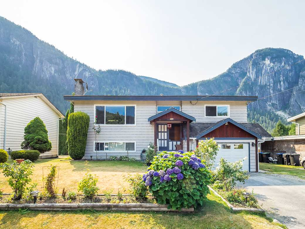 38148 HEMLOCK AVENUE, Squamish