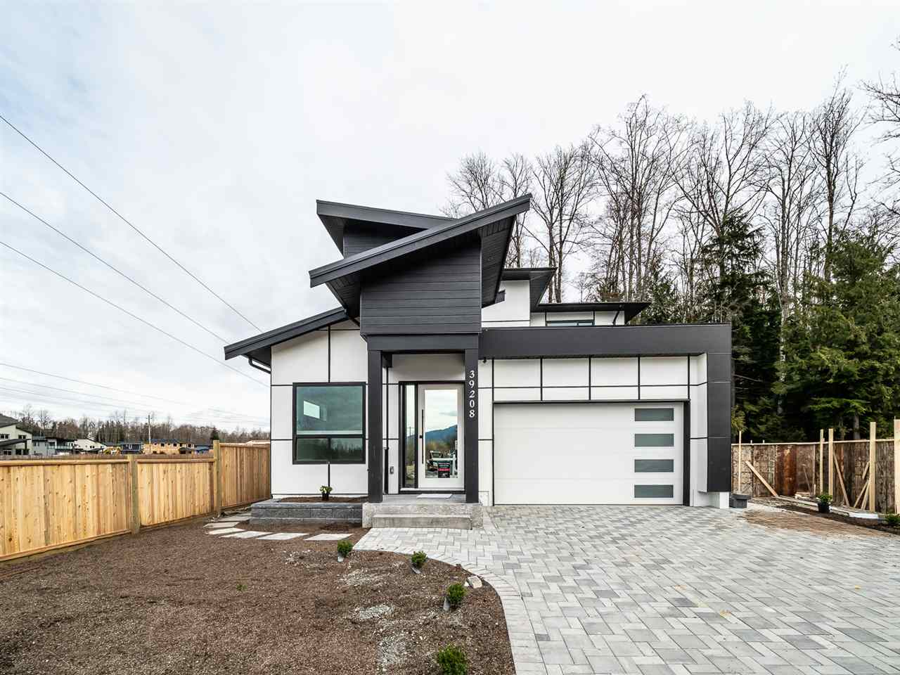 39208 WOODPECKER PLACE, Squamish