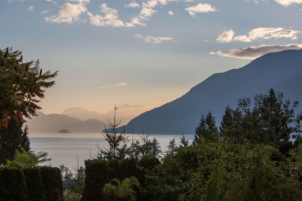 654 LOWER CRESCENT, Squamish