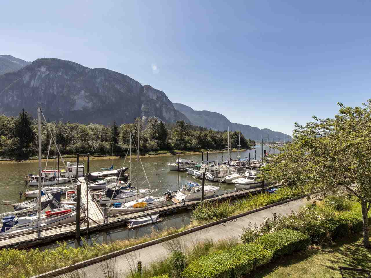 204 1468 PEMBERTON AVENUE, Squamish
