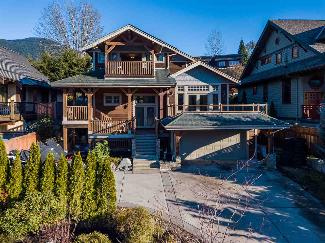 1070 JAY CRESCENT, Squamish