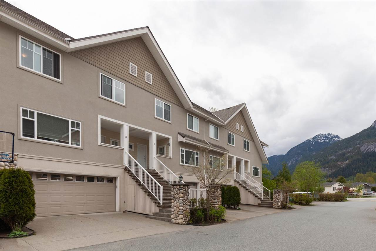 8 1200 EDGEWATER DRIVE, Squamish