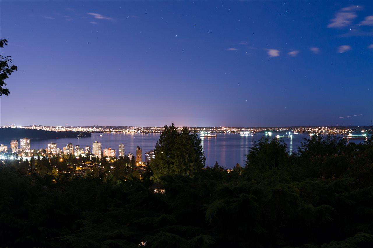 2340 QUEENS Queens, West Vancouver (R2204559)