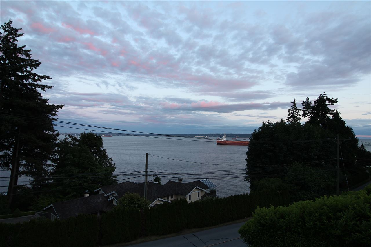 3563 SUNSET West Bay, West Vancouver (R2220692)