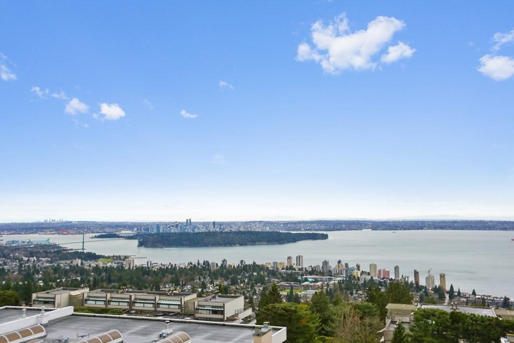 208 -  2274 FOLKESTONE #208 Panorama Village, West Vancouver (R2232416)