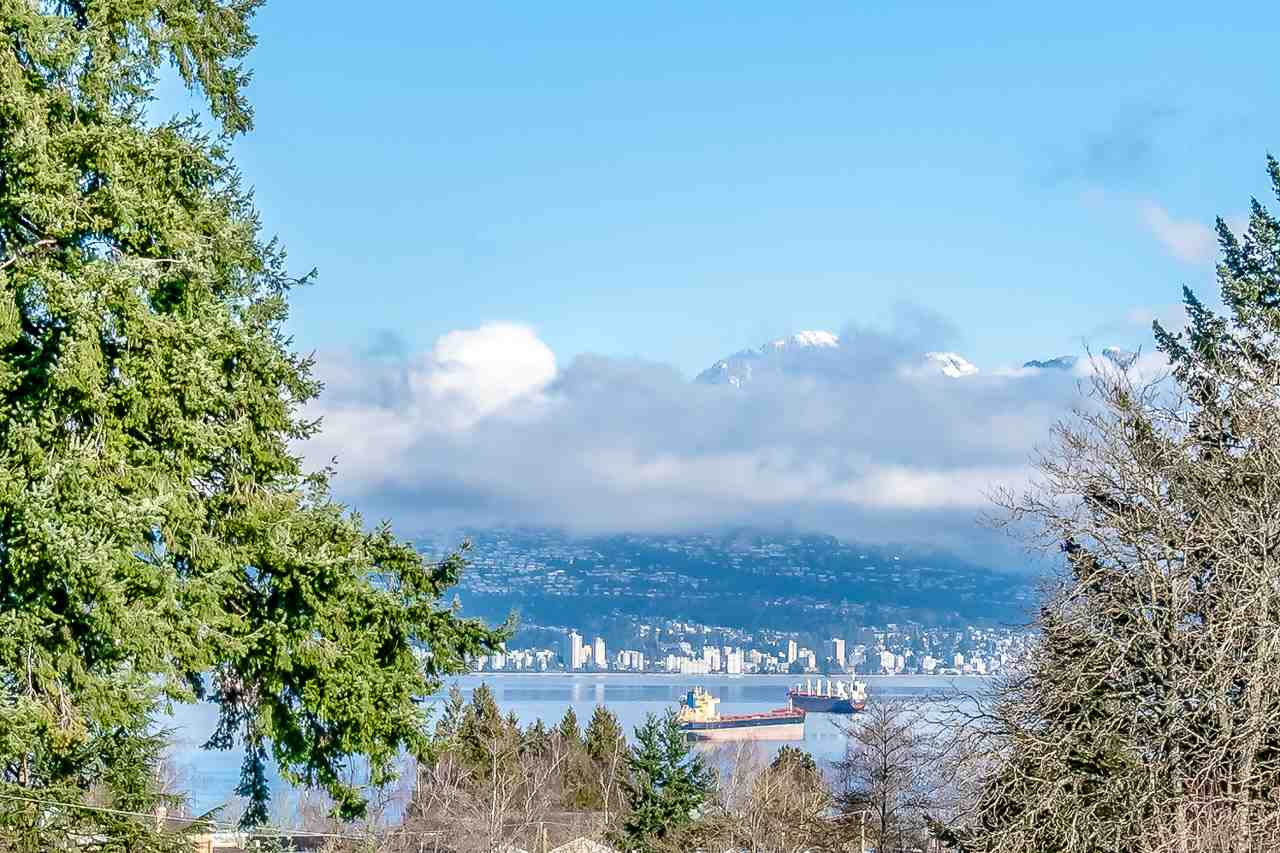 4487 W 8TH Point Grey, Vancouver (R2240092)