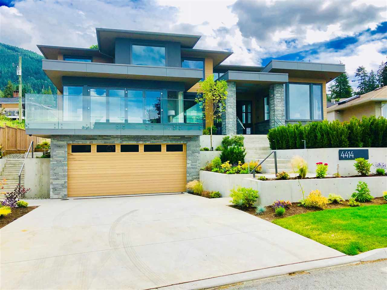 4414 CANTERBURY Forest Hills NV, North Vancouver (R2265838)