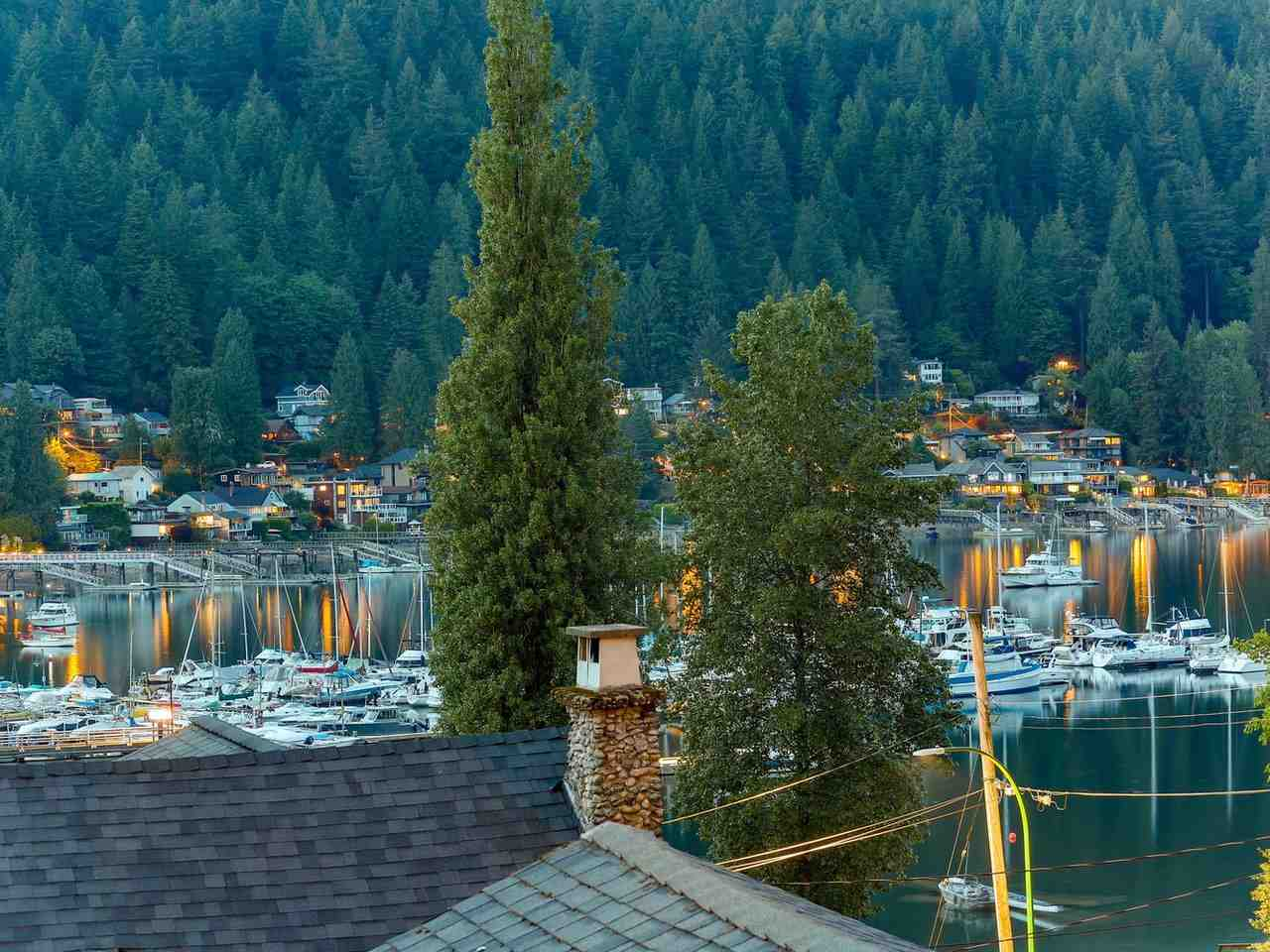 1979 ROCKCLIFF Deep Cove, North Vancouver (R2270240)