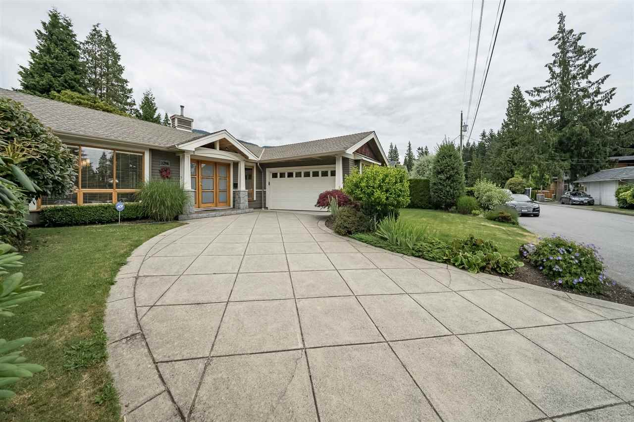 1296 BEDFORD Edgemont, North Vancouver (R2282621)