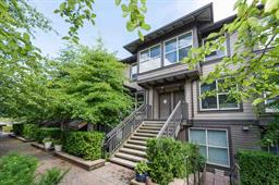 9 307 E 15TH STREET - Central Lonsdale - North Vancouver