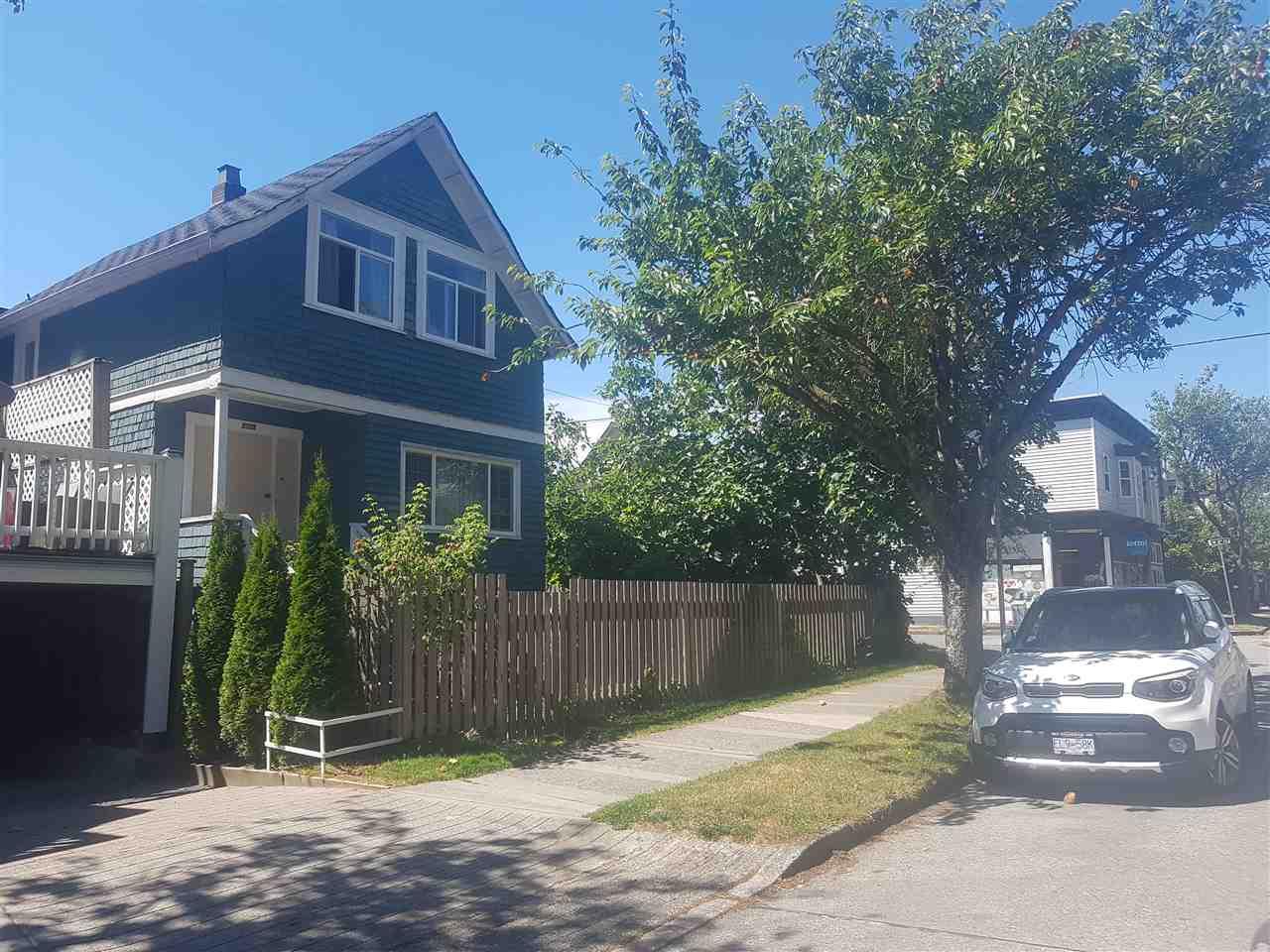 2205 YEW STREET - Kitsilano - Vancouver