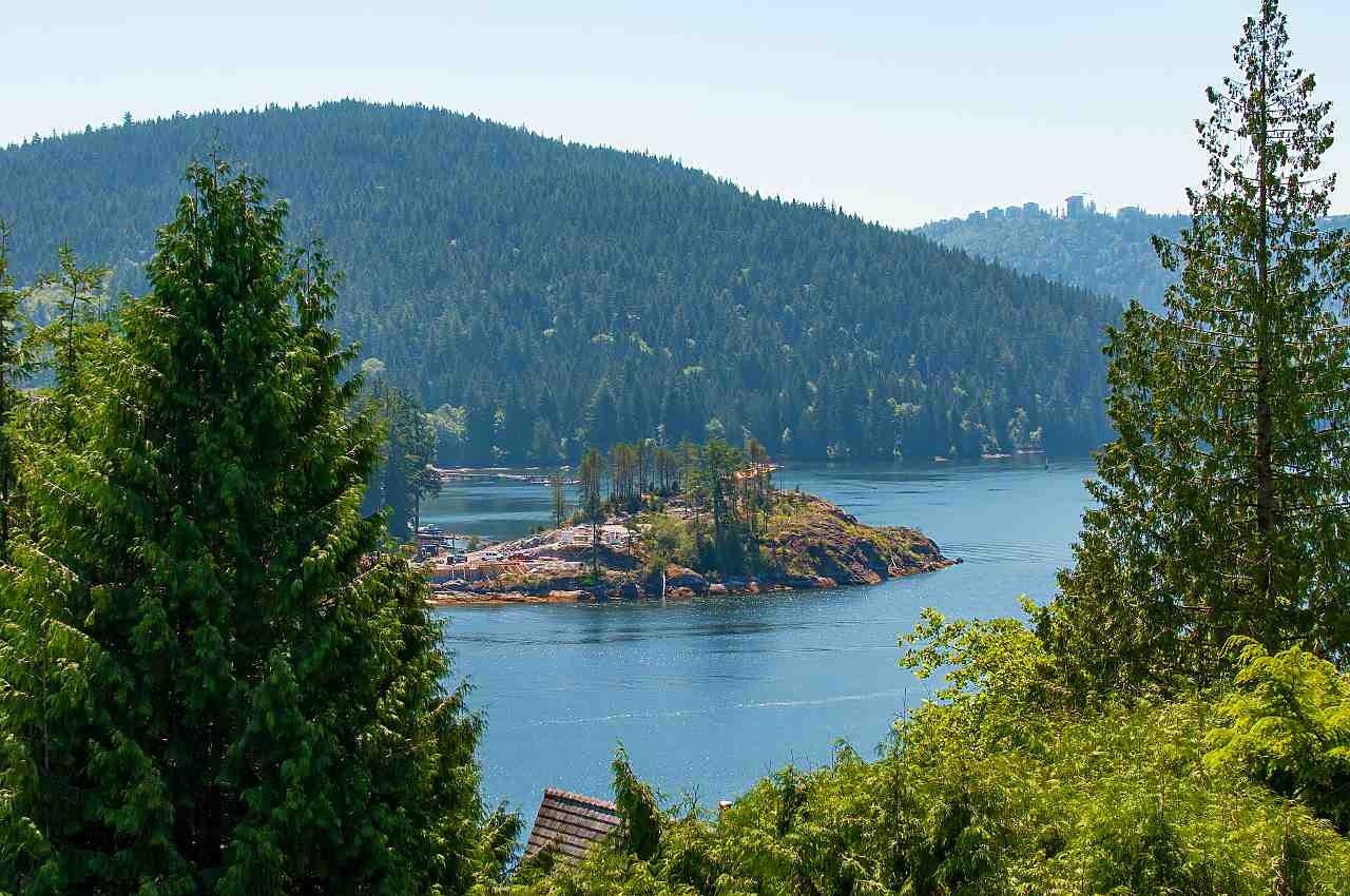 4765 COVE CLIFF Deep Cove, North Vancouver (R2303074)