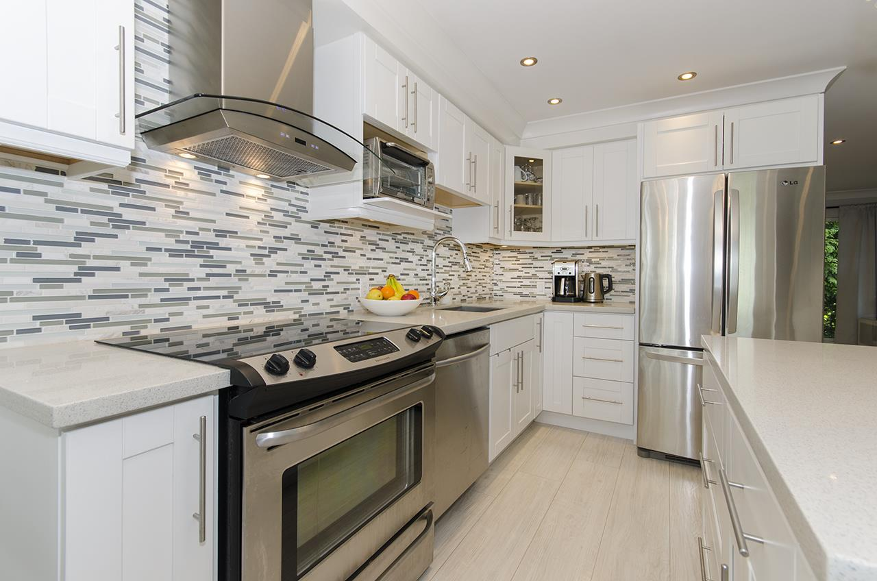 335 E 3 STREET - Lower Lonsdale - North Vancouver