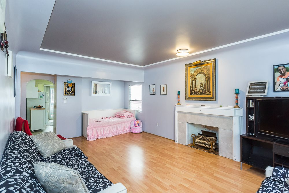 4876 CHATHAM STREET - Collingwood - Vancouver