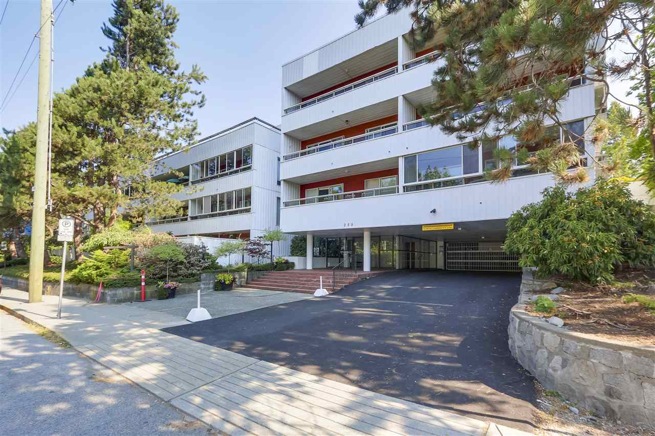 207 250 W 1ST STREET - Lower Lonsdale - North Vancouver
