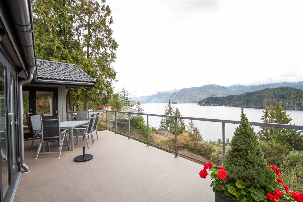 1784 CARDINAL Deep Cove, North Vancouver (R2306039)