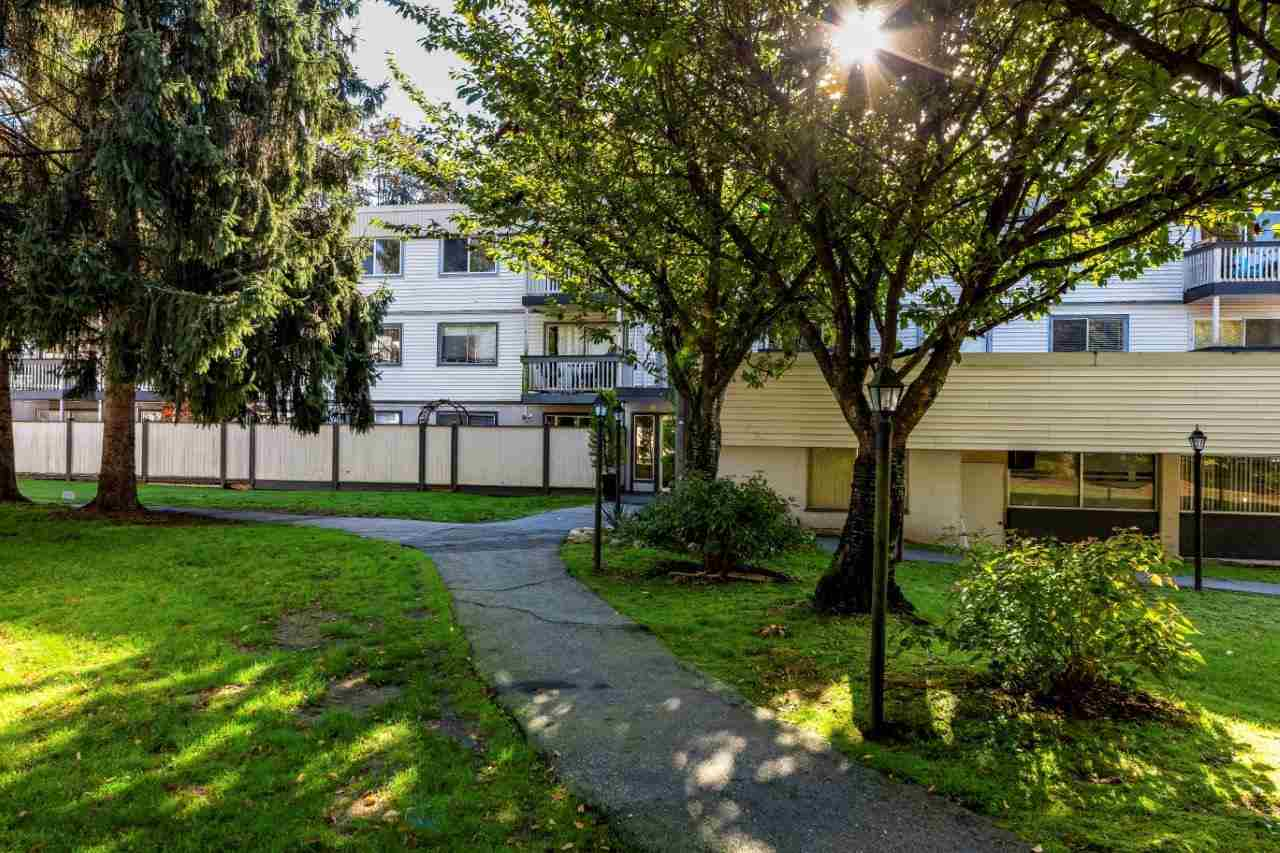 214 780 PREMIER STREET - Lynnmour - North Vancouver