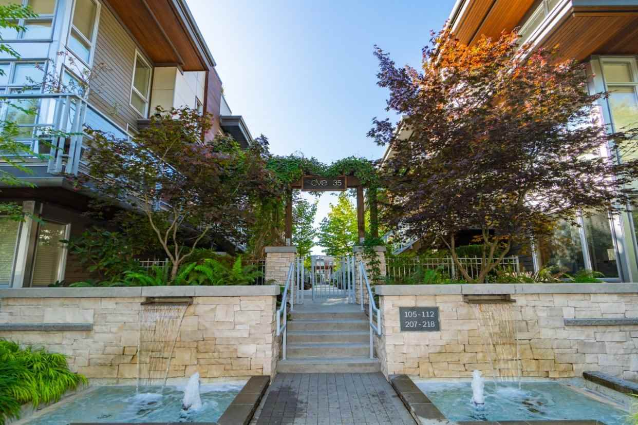 209 735 W 15TH STREET - Mosquito Creek - North Vancouver