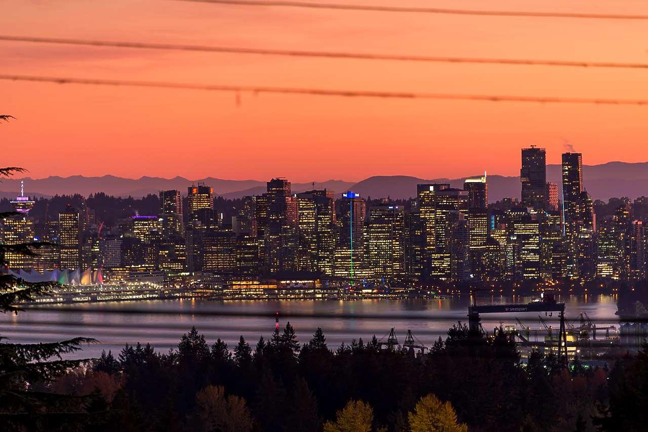 572 GRANADA CRESCENT, North Vancouver