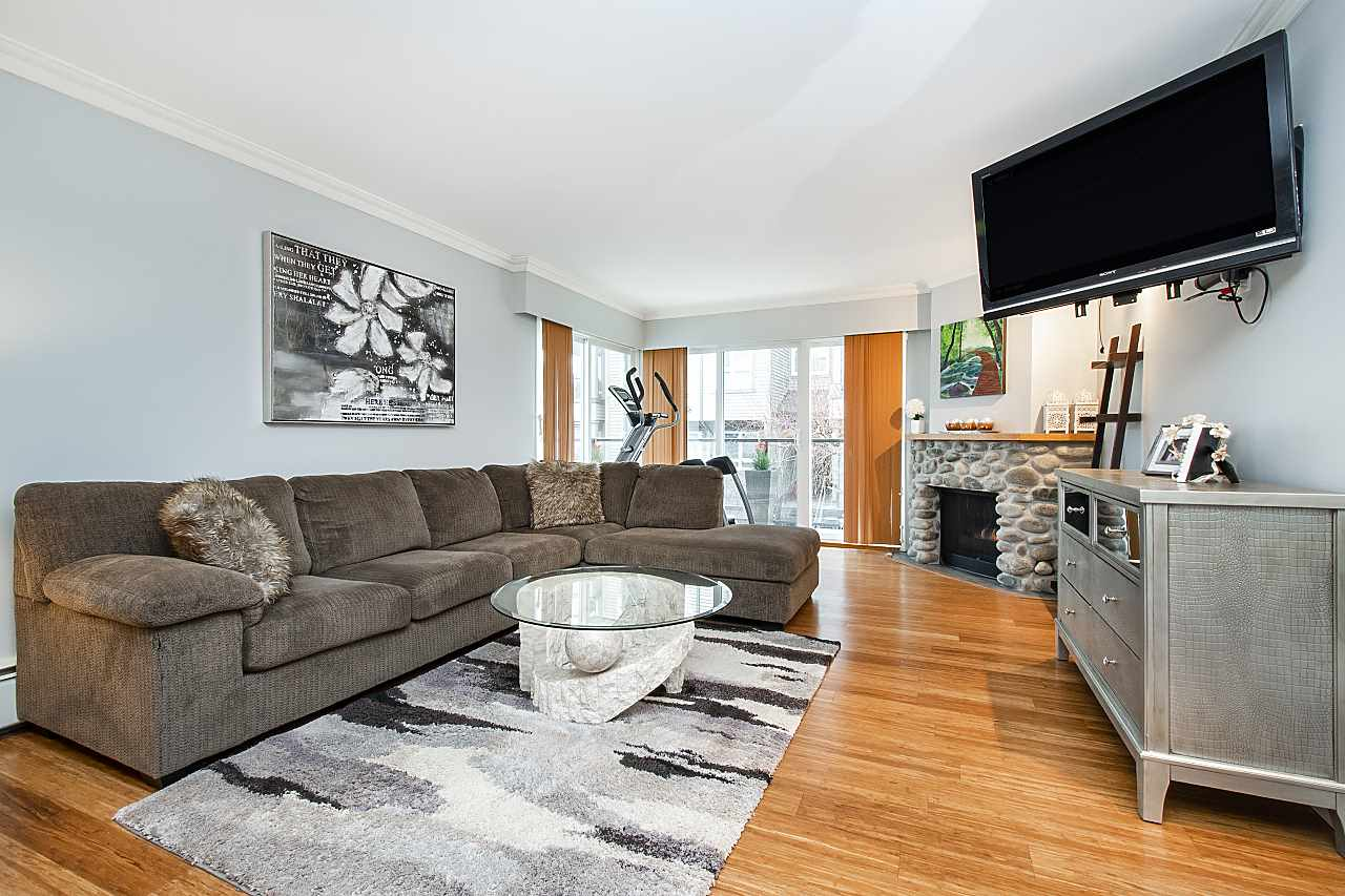 207 1515 CHESTERFIELD AVENUE, North Vancouver