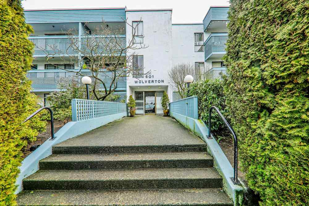 402 601 NORTH ROAD, Coquitlam