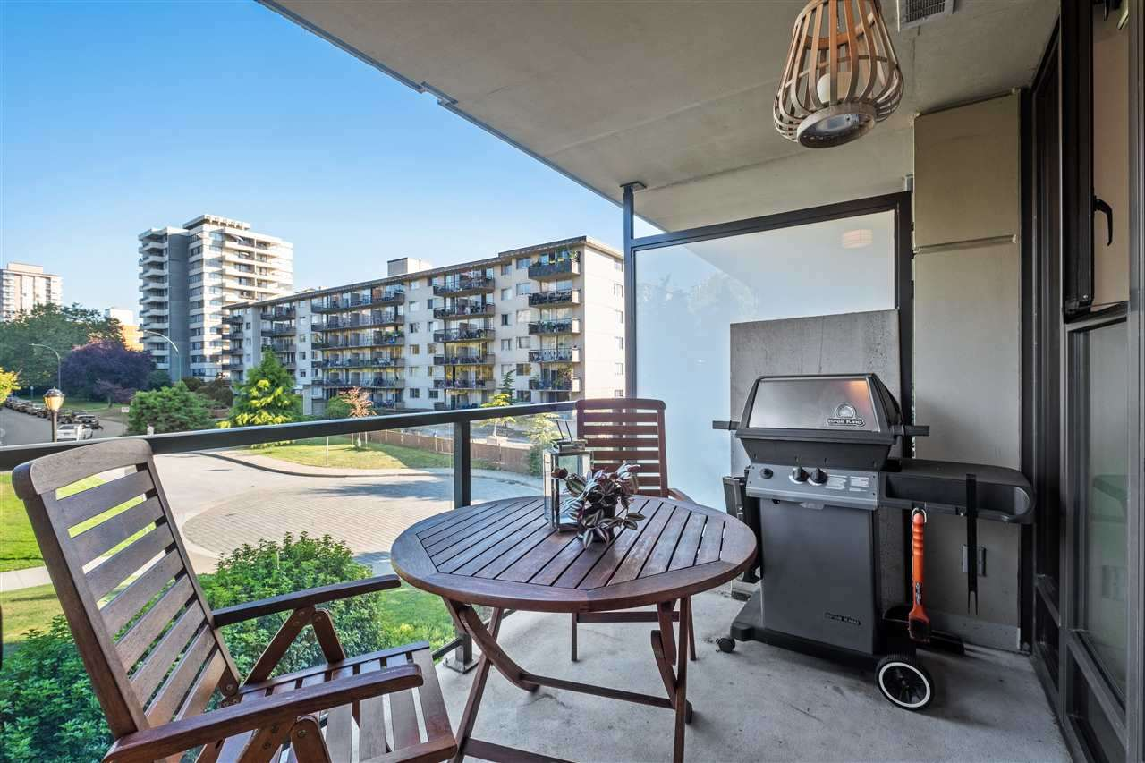 Listing Image of 302 683 W VICTORIA PARK