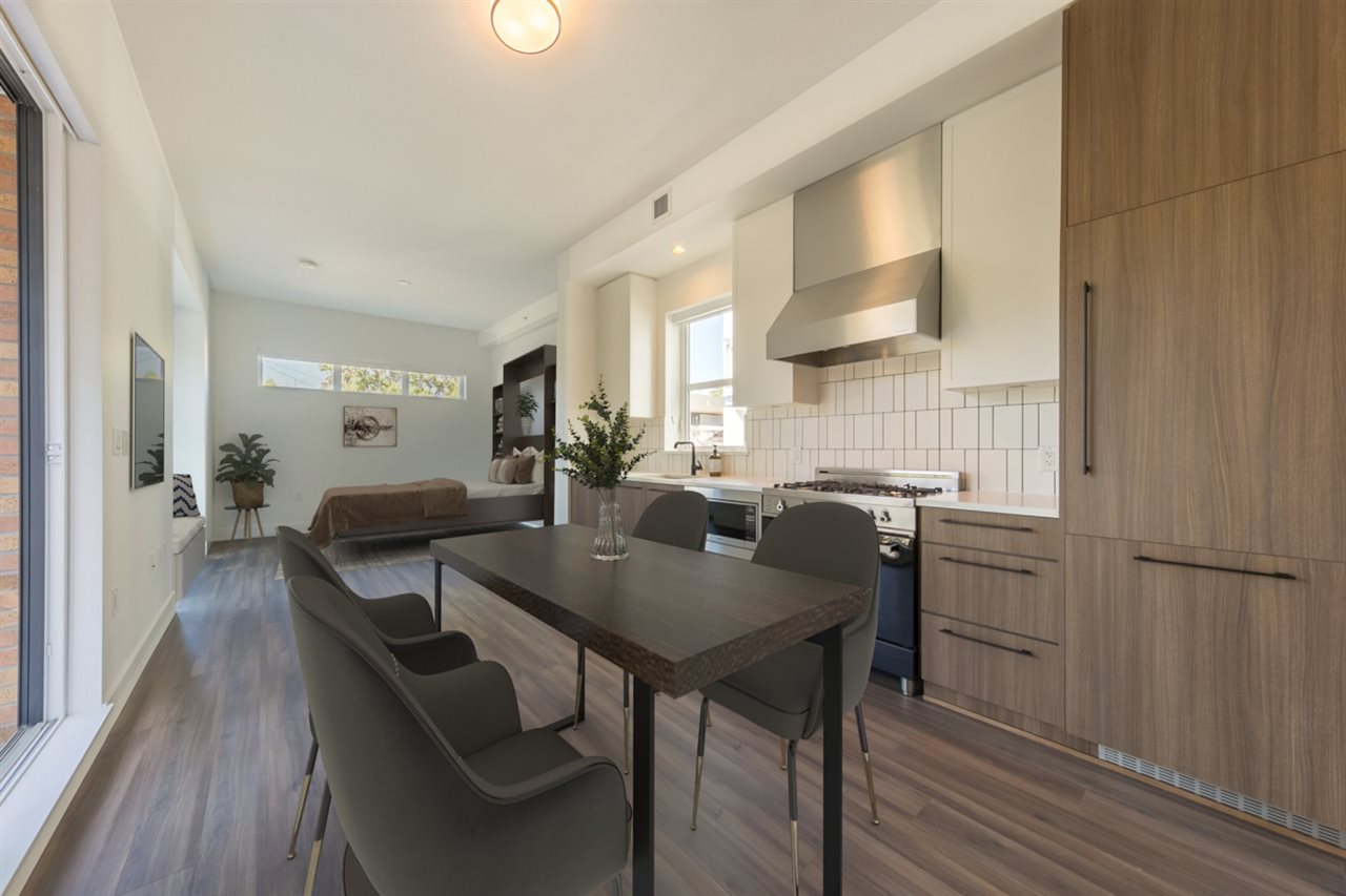 2 6939 CAMBIE STREET, Vancouver West