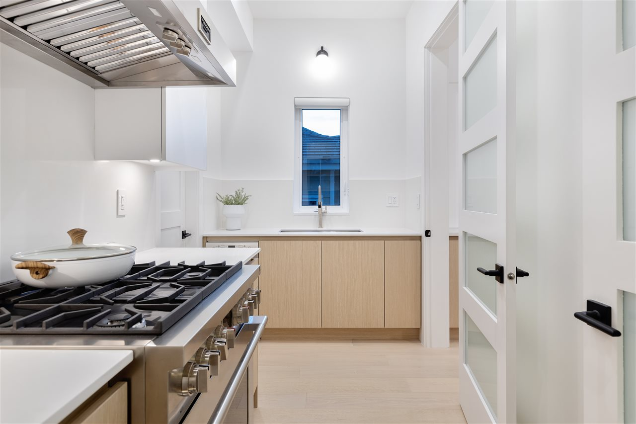 Listing Image of 326 W 19TH STREET