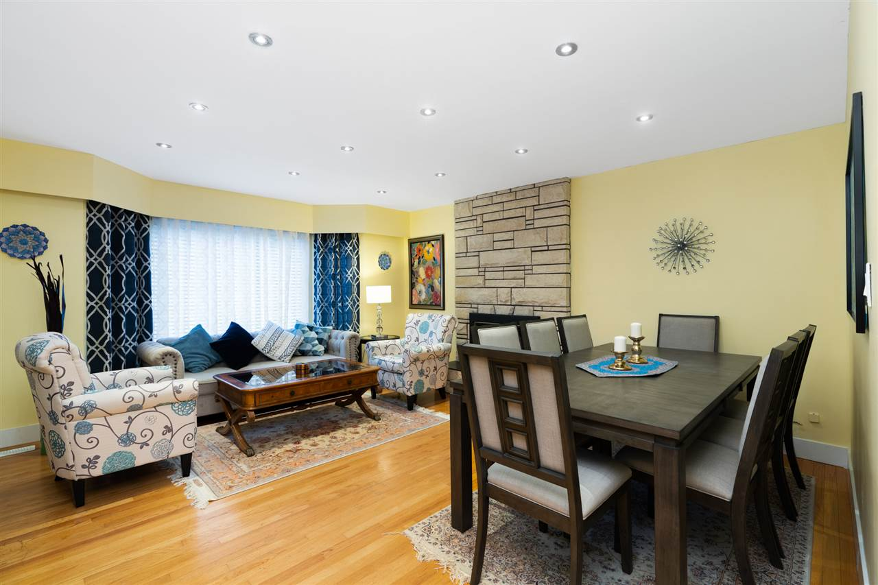 Listing Image of 4040 CAPILANO ROAD