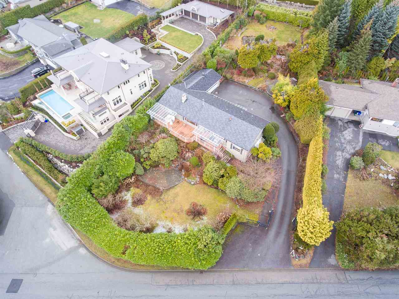 Listing Image of 910 EYREMOUNT DRIVE
