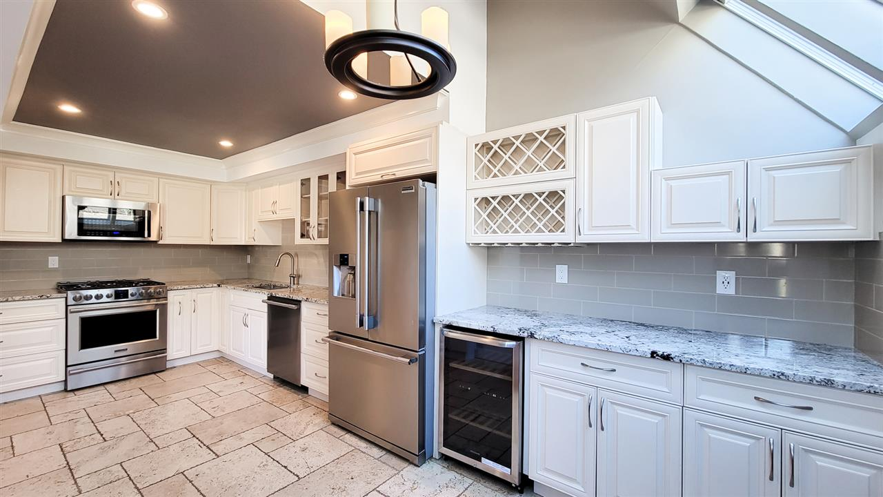 8514 WOODTRAIL PLACE, Burnaby
