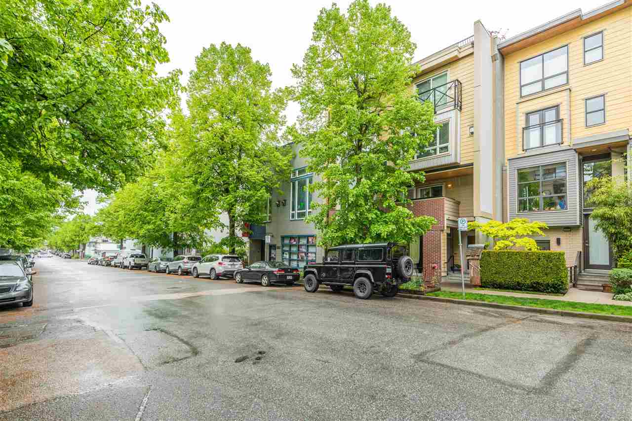 202 3736 COMMERCIAL STREET, Vancouver East