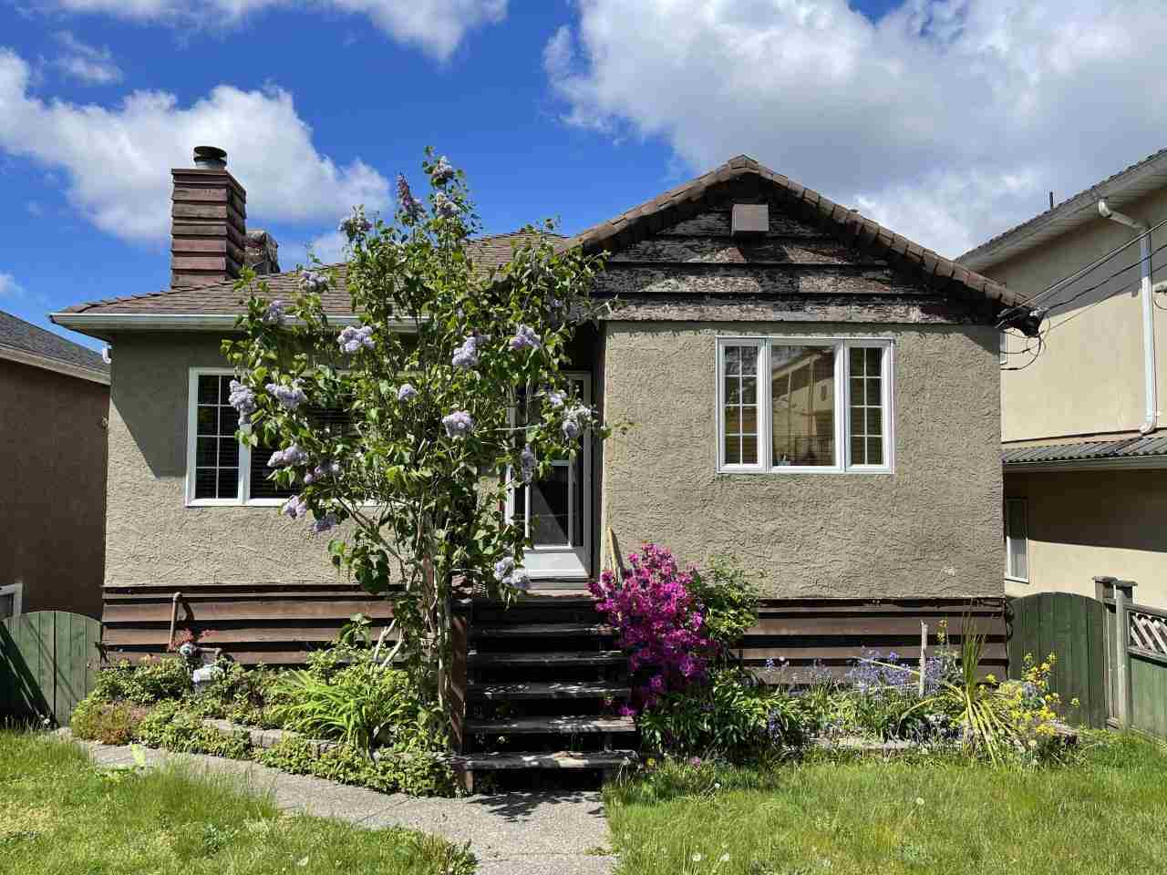 4749 SLOCAN STREET, Vancouver East