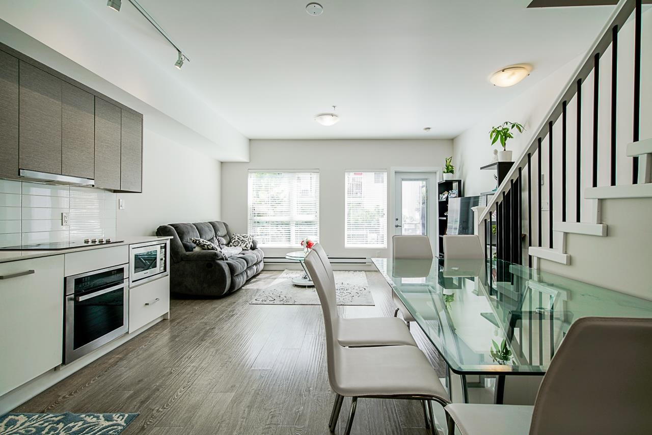 107 809 FOURTH AVENUE, New Westminster
