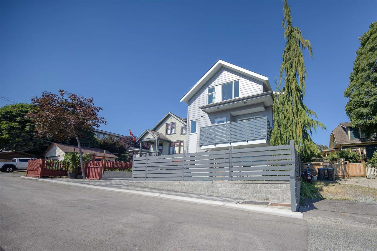 1 305 GILLEY STREET, New Westminster