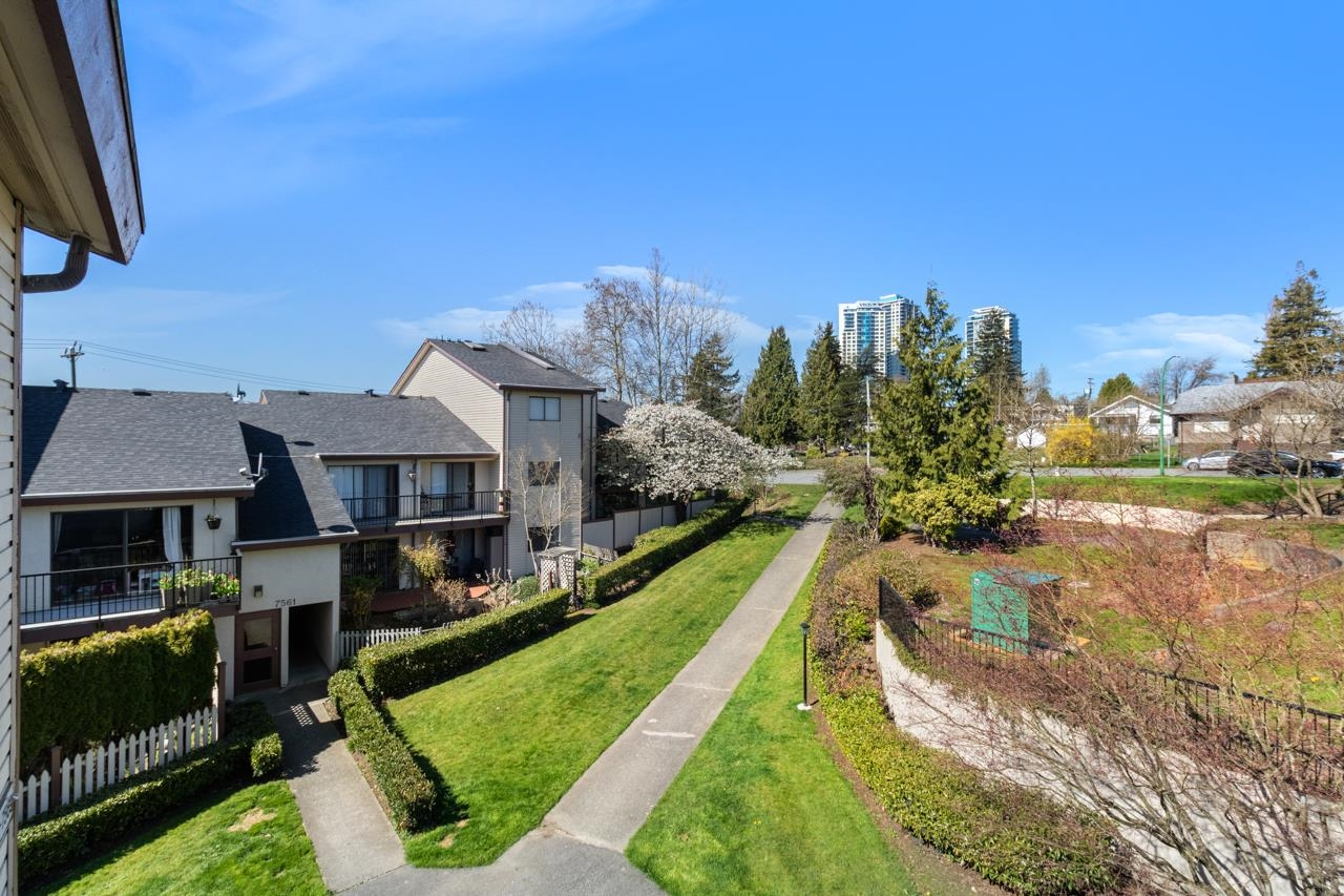 24 7565 HUMPHRIES COURT, Burnaby East