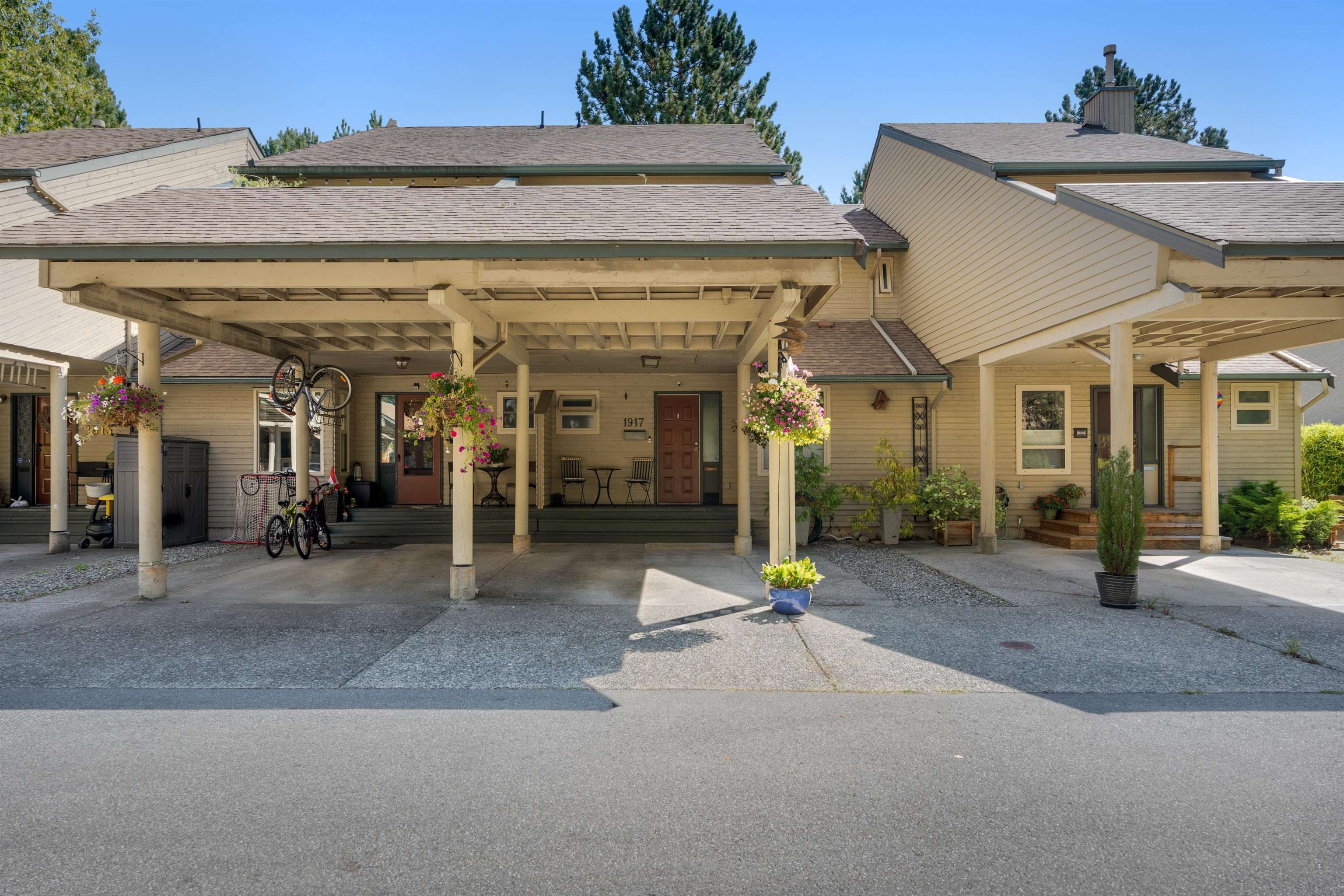King George Corridor Townhouse for sale:  3 bedroom  (Listed 2021-09-07)